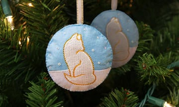 Fancy-Feast-2019-Feastivities-holiday-ornament.jpg